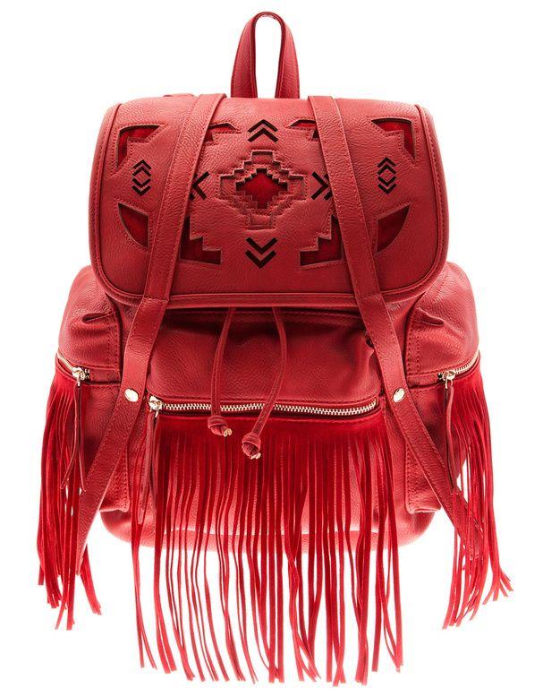sac à dos en similicuir avec détails ethniques et franges, Bershka, 49,99€.