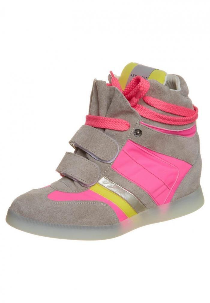 Editor's pick: 15 x sneakers met sleehak - Mode - Schoenen - Style Today