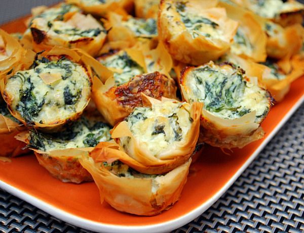 Spanakopita Bites by ItsJoelen, via Flickr: Dips Bites, Fun Recipes, Spanakopita Bites, Minis Muffins, Spinach Dips, Cottages Chee, Christmas Parties Food, Green Onions, Holidays Appetizers