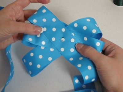 how to make a bow step by step video tutorial: Hairbows, Bows Step, Make Hair Bows, Make A Bows, Videos Tutorials, Video Tutorials, Make Bows, Step Videos, Step By Step