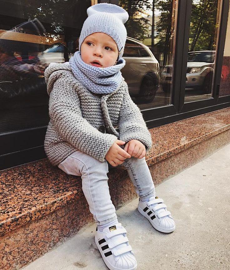 """1,511 Likes, 12 Comments - Стильные шапки и аксессуары (@dasharichardson.knits) on Instagram: """"Воскресный фотопривет от моих любимых клиентова я побежала дальше работать Фото от…"""""""
