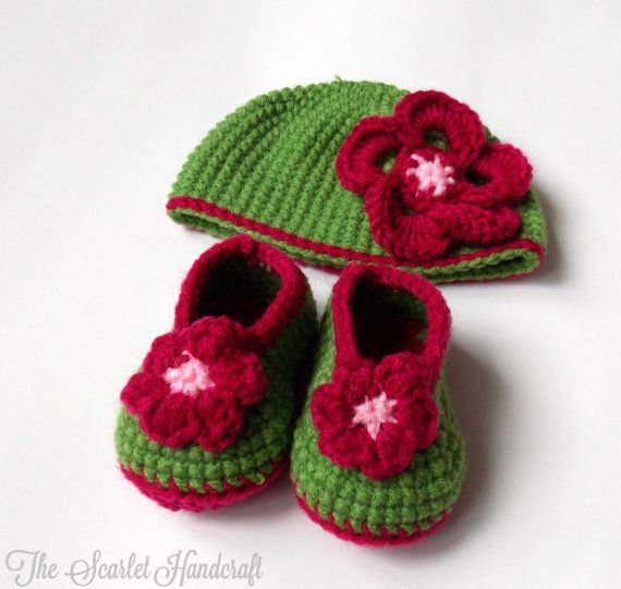 Flower Baby Booties. Crochet Baby Shoes. by TheScarletHandCraft