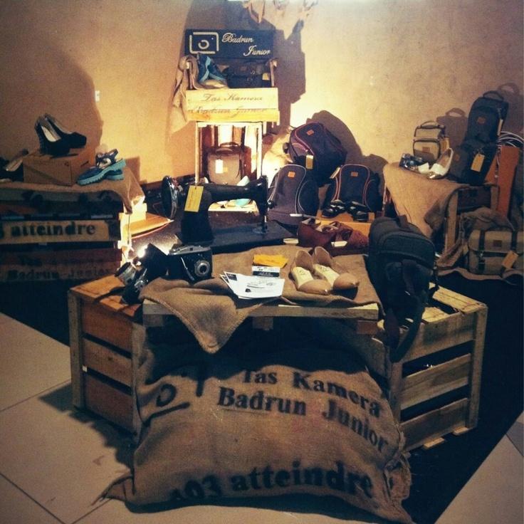 Alamat showroom. Komplek pesona Bali Residence, B2 no3, jl. Bojongsoang,Bandung (Tas Kamera Badrun Junior) :) .#asliBandung ada pabrik TAS KAMERA  Loh di Bandung :)!BB 27C4EC4E~SMS#wts 085769552103 www.taskameramurah.com