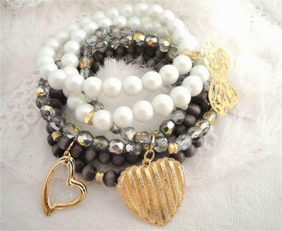 Pulseiras semi joias com pérolas de vidro foscas, esferas olho de gato, cristais Tchecos e pingentes.    Não contém níquel, não alérgico.    Tamanho: 18cm (Ajustável) R$ 65,00