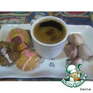 """Кофе """"Штирлиц"""" Кофе натуральный (молотый, на 4 кофейные чашки) — 5-6 ч. л. Мед — 2 ч. л. Чеснок — 1 зуб. Вода"""