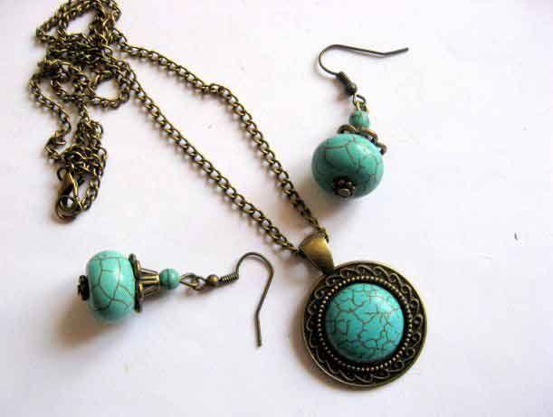 #Set #bijuterii #colier, #pandantiv si #cercei, #pietre #semipretioase de #turcoaz / #peruzea (#culoare #albastru deschis) si #bronz / #metal http://handmade.luxdesign28.ro/produs/set-bijuterii-colier-pandantiv-si-cercei-pietre-turcoaz-si-bronz-29493/