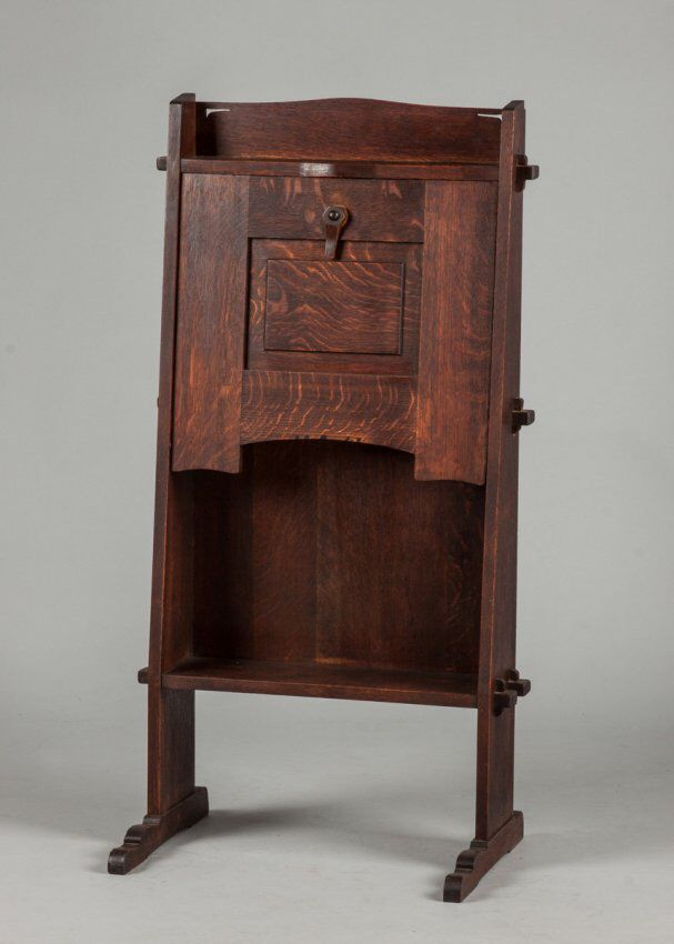 I just discovered this Gustav Stickley Chalet Desk on LiveAuctioneers and wanted to share it with you: www.liveauctioneers.com/item/40273367