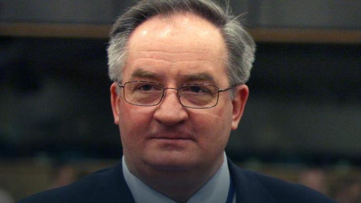 """- Liczymy się z ryzykiem, a raczej z pewnością, że nikt z Polski poza Donaldem Tuskiem nie zostanie wybrany nowym przewodniczącym Rady Europejskiej - przyznaje nieoficjalnie w rozmowie z Onetem jeden z polskich dyplomatów. Jak podkreśla, celem nadrzędnym jest """"wyeliminowanie"""" Tuska z gry o stanowisko w Brukseli.  Pytany o szanse Jacka Saryusz-Wolskiego na przewodniczącego Rady Europejskiej odpowiada wprost, że zarówno premier Beata Szydło, jak i prezes Jarosław Kaczyński..."""