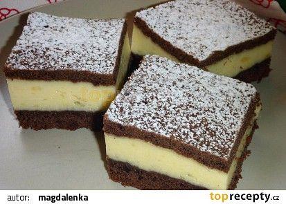 Jednoduchý moučník s pudinkovo - smetanovým krémem recept - TopRecepty.cz
