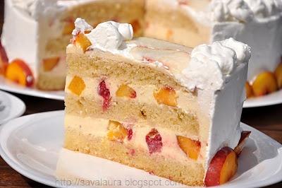 Tort de nectarine cu frisca si zmeura