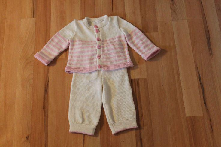 Lækkert babysæt str 3 md Fremstillet i uld der kan maskinvaskes ved 30 grader Pris fra 350 kr excl forsendelse