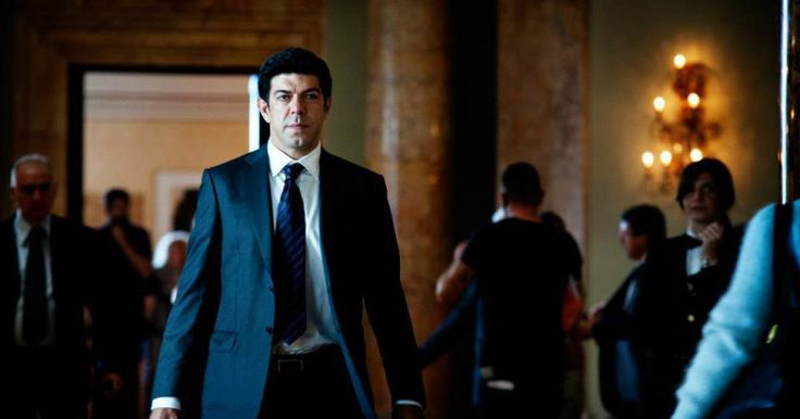 Stylish neo-noir set in Rome's criminal underworld from Stefano Sollima, director of TV show Gomorrah. It's soon to be turned a Netflix series.
