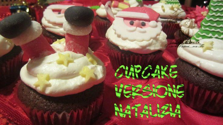Dopo i cupcake bicolore ecco che arrivano i cupcake versione natalizia!!! Con le decorazioni in pasta di zucchero sono deliziosi.