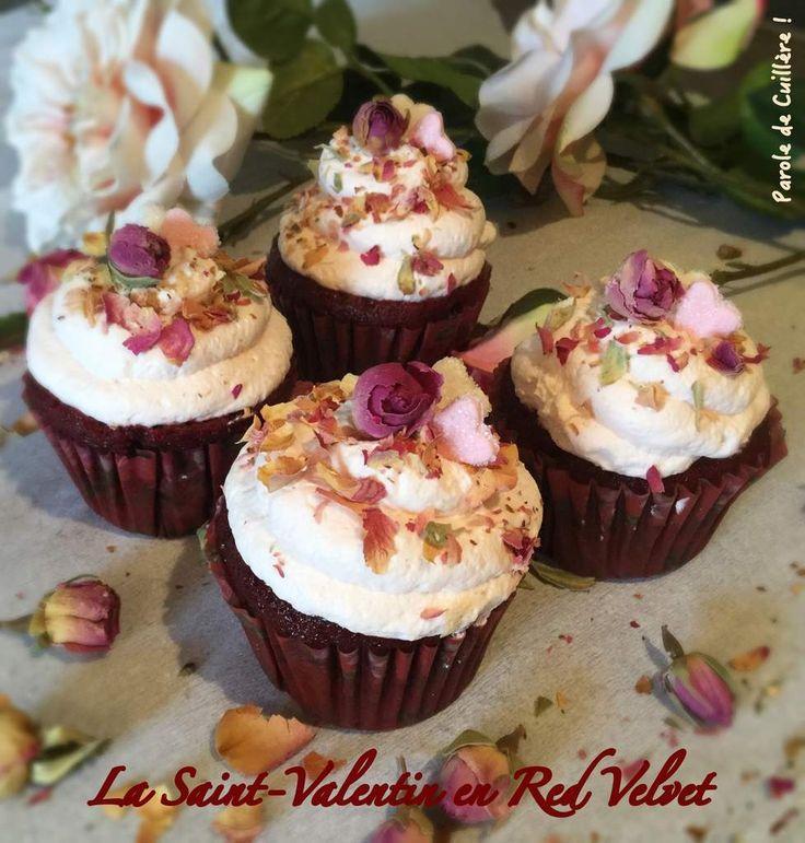 Cupcakes Red Velvet de la Saint-Valentin - Coeur aux framboises et Chantilly à la rose