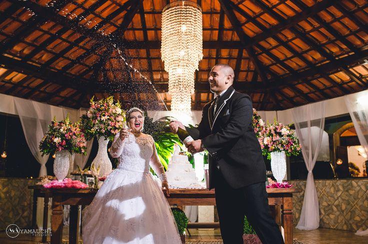 Brinde dos noivos Fotografia de casamento no Salão La Capella na cidade de Poá - SP.