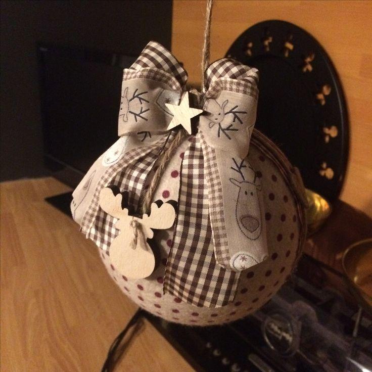 Palla di Natale ricoperta di feltro fatta da Elena