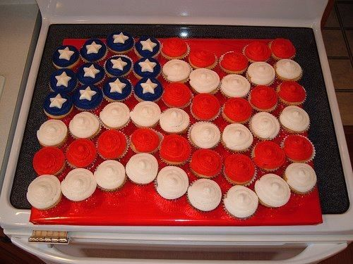 American flag cupcake cake - no recipe, just visual inspiration: Cupcake Flags, Ideas, Recipe, Red White Blue, American Flag, Flags Cupcake, 4Th Of July, July 4Th, Cupcake Cakes