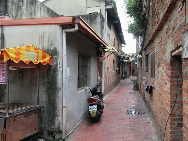 Nine Turns Lane is typical of the narrow curving alleys of Lukang, Taiwan, designed to guard against cold winter winds.