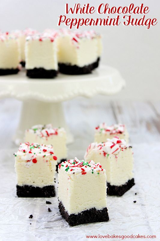 White Chocolate Peppermint Fudge - SOOOO easy and delicious! Makes a great gift or addition to holiday trays!