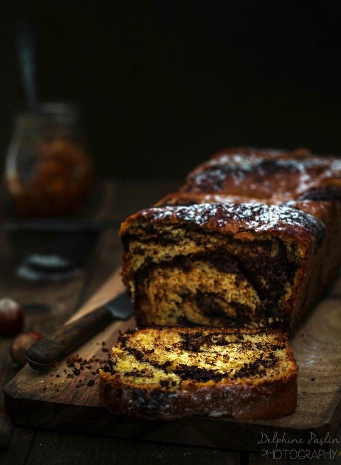 CAKE ORANGE / CHOCO / NOISETTES (Pour un moule de 28 cm : 50 g de lait tiède, 10 g de levure fraîche, 200 g de farine, 35 g de sucre de canne, 1 oeuf, 50 g de beurre, 45 g de confiture d'oranges, 10 cl de crème, 100 g de chocolat noir, 35 g de purée de noisettes, 10 g de cacao non sucré)