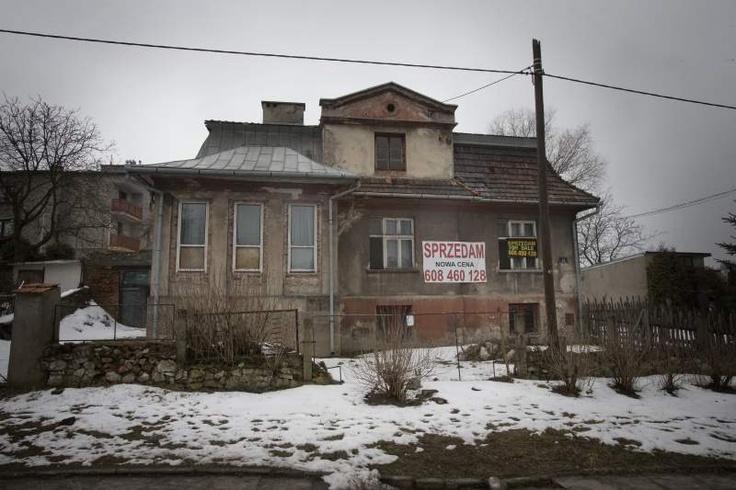 De vervallen villa van Amon Göth, de voormalige commandant van concentratiekamp Plaszow. Vanaf zijn balkon schoot Göth bij wijze van tijdverdrijf willekeurig Joodse gevangenen dood. Foto Henk Visscher