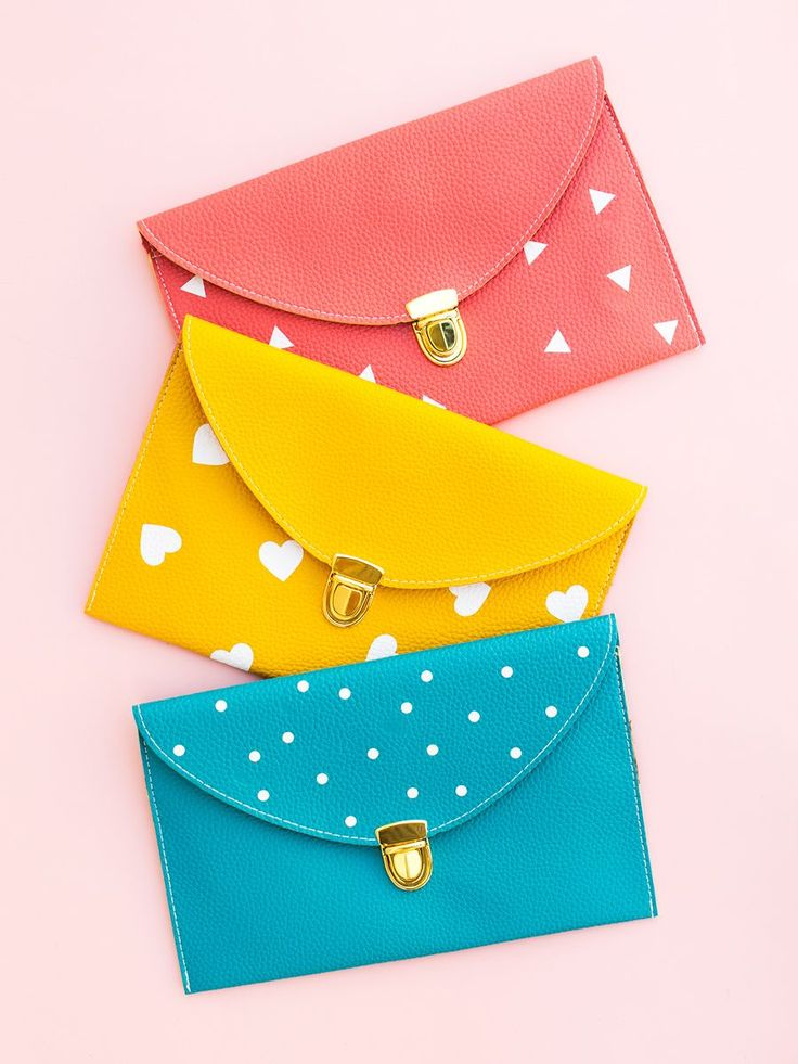 Create an adorable customized heart, dot, or triangle patterned clutch purse in minutes using a Silhouette Cameo, Portrait, or Curio. (Click through for free Silhouette Studio cut file and tutorial) by Sarah Hearts