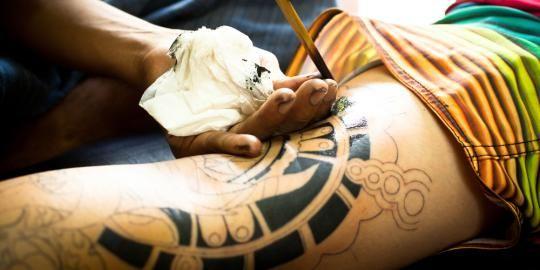 Meski seni merajah tubuh atau tato sangat digemari oleh banyak orang, namun bukan berarti hobi tak memiliki risiko. Tinta yang digunakan..