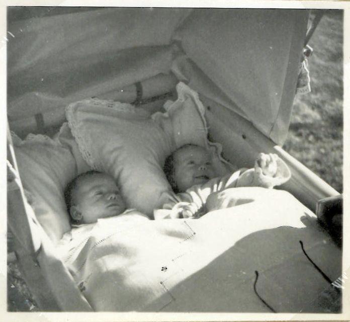 """Her på tvillingerne Maria og Torbens fødselsdag (13. januar) har jeg lavet et tilbageblik på, hvad bl. a. Marias Morfar Emry Kølster har skrevet i sine erindringer """"Minder gennem småt halvfjerdsindtyve år""""."""