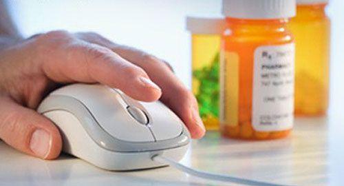 Μείνετε Συνδεμένοι με τους Πελάτες σας - Αν και οι Φαρμακοποιοί ανθίστανται ακόμη στη χρήση των emails, SMS και των κοινωνικών δικτύων για την εξ' αποστάσεως επικοινωνία, είναι οι ίδιοι οι πελάτες τους που θα τους προτρέψουν στην ευρύτερη χρήση αυτών των μέσων.