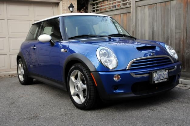 Blue Mini Cooper ! Love the flag on top, but would rather have the Australian flag than the Union Jack.