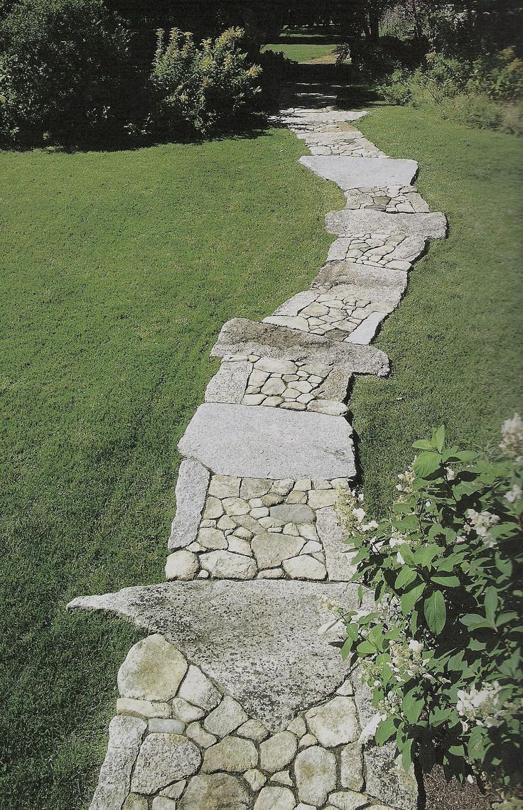 Best 25 stone walkways ideas on pinterest stepping for Rock stepping stones landscaping