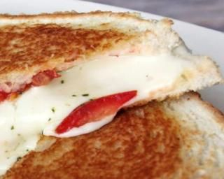 Croque tomates-mozzarella : Savoureuse et équilibrée | Fourchette & Bikini