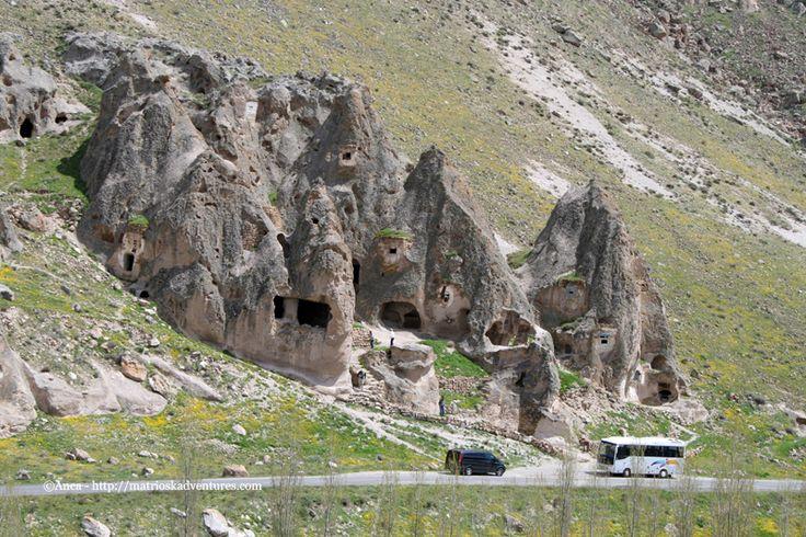 Chiese scolpite nella roccia nella Valle di Soganli - Cappadocia Cappadocia Turchia  http://matrioskadventures.com/2014/11/29/tra-sorrisi-e-chiese-scolpite-nella-roccia-tour-valle-soganli-in-cappadocia-turchia-8/