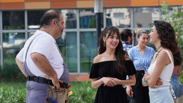 Pin By Elena On Her Yerde Sen Actors Turkish Beauty Couple Photos