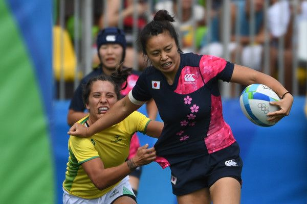 Japan's Chisato Yokoo (R) fends off a tackle in the womens rugby sevens match between Brazil and Japan during the Rio 2016 Olympic Games at Deodoro Stadium in Rio de Janeiro on August 7, 2016. / AFP / Pascal GUYOT