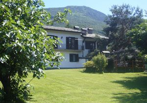Family villa in Colico Lake Como   http://www.vacanzelago.com/en/lake-como-villas-colico-villa-delle-rose-224.html