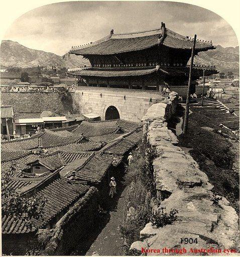 Namdaemun - 1904 삶의 여로 속에서 : 조선시대 사진 - 숭례문
