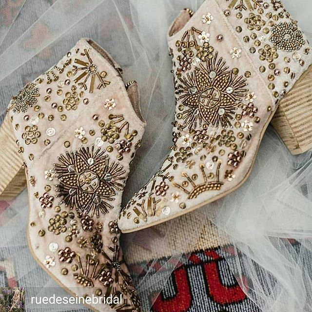 Kto W Takich Do Slubu Bohodress Bohoshoes Bohowedding Weddingday Wedding Bridal Boots White Wedding Boots Boho Wedding Shoes