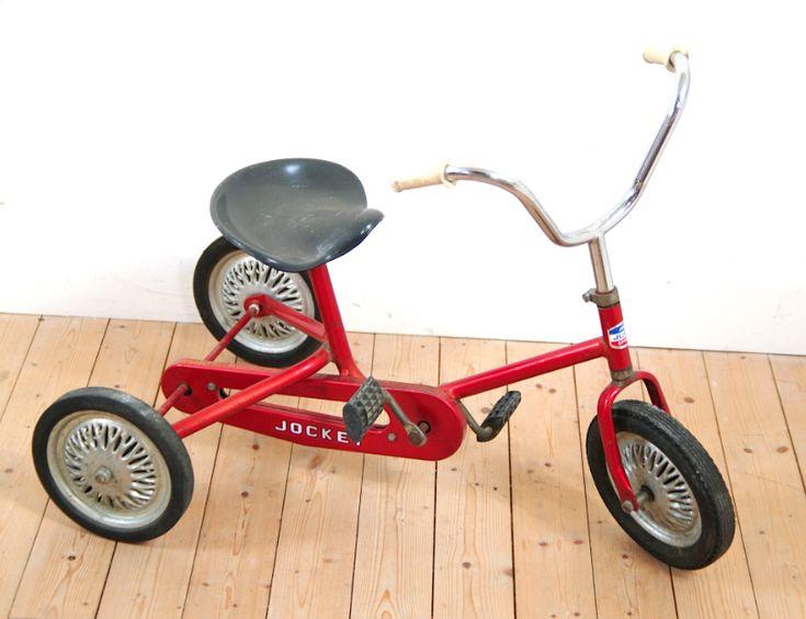 tricycle vintage kids room chambre d 39 enfant. Black Bedroom Furniture Sets. Home Design Ideas