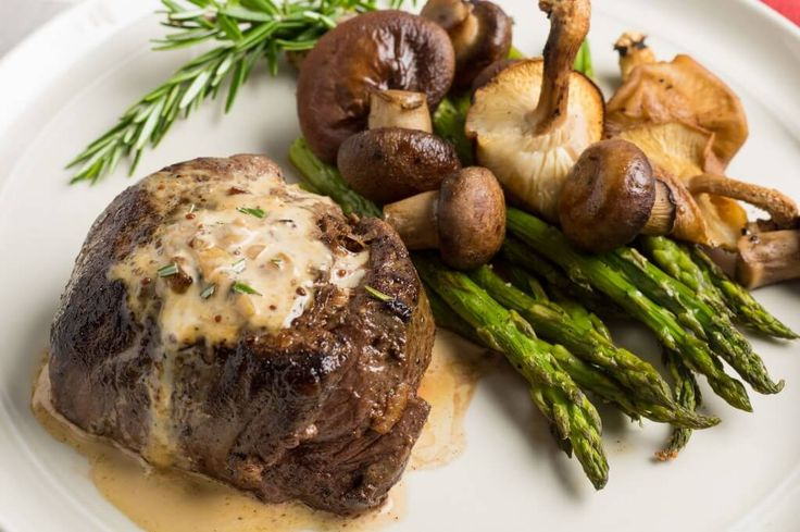 Filet mignon whiskey cream