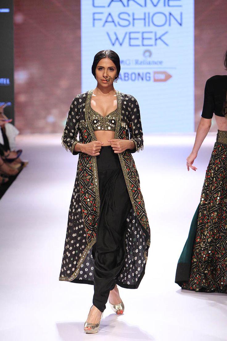 Arpita Mehta at Lakmé Fashion Week Winter/Festive 2015 | Vogue India | Cat:- Fashion Shows | Author : - Vogue.in | Type:- Article | Publish Date:- 08-31-2015