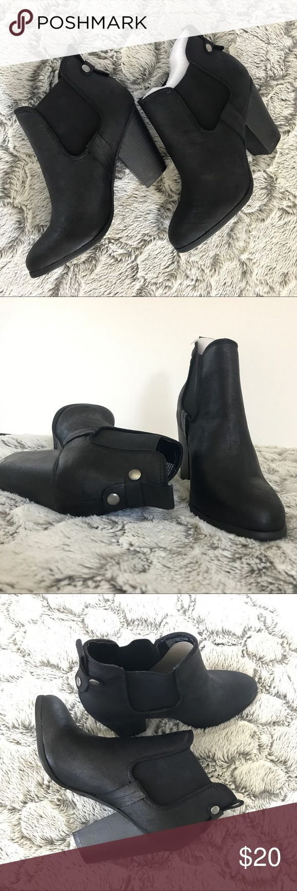 Carlos Santana Boots💯❤️🛍 NWT black booties, great for a casual style or a night out! Size: 9 Carlos Santana Shoes Ankle Boots & Booties