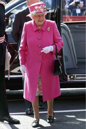 英エリザベス女王がフィリップ公との初対面について綴った手紙がオークションに