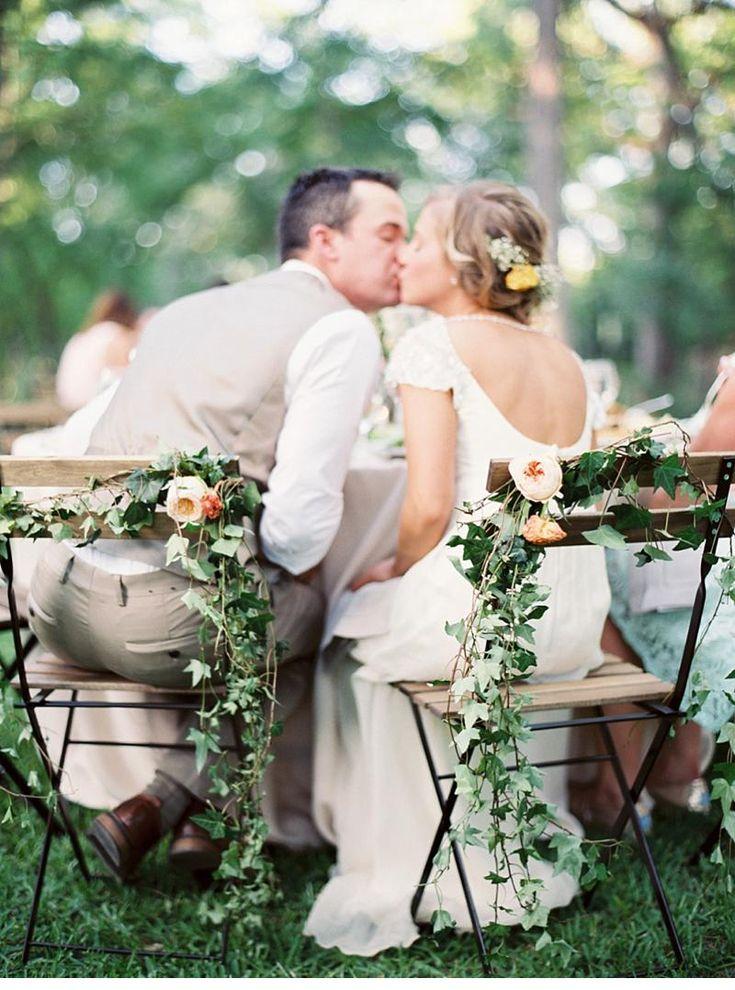 Yardwedding in tender shades of pastel, photo: Michelle Boyd Photograpyhy - www.michelleboydphotography.com  Read More: http://www.hochzeitsguide.com/de/real-weddings/im-freien/kaylee-und-seth-gartenhochzeit-in-pfirsich-und-minttoenen-von-michelle-boyd-photography#english