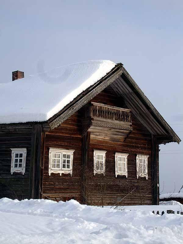 winter in Karelia, wooden Russian house