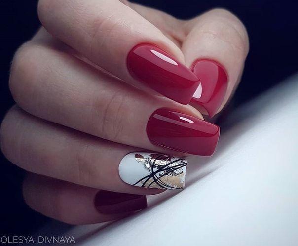 Ногти красные с крупными блестками