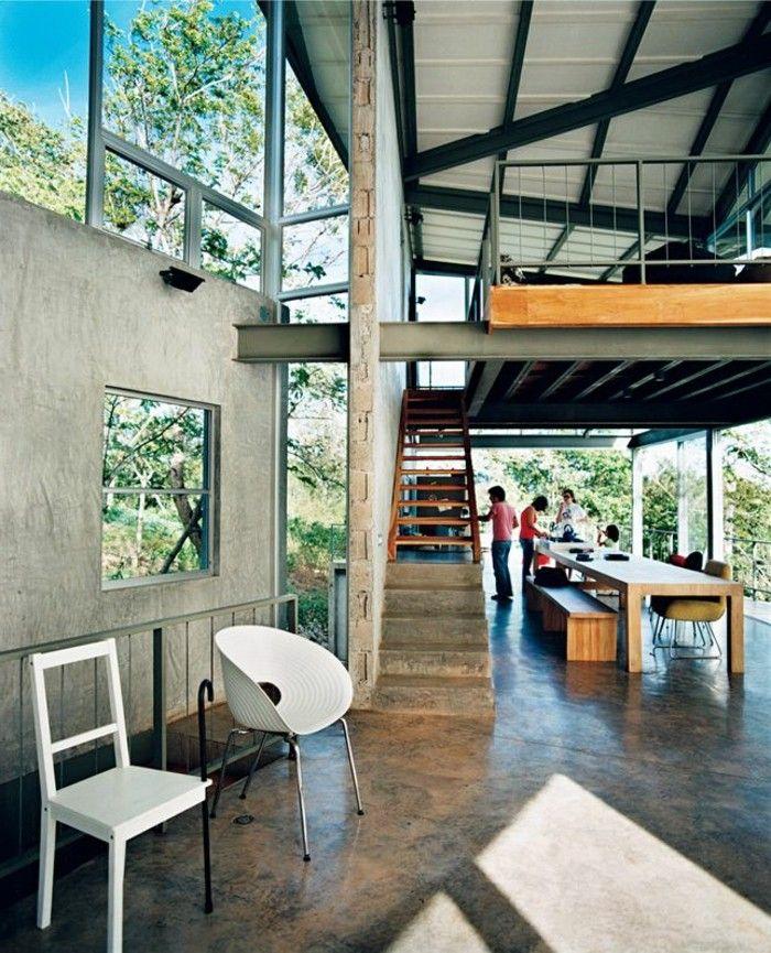 loft et associé, le salon style industriel, chaise blanche dans le salon
