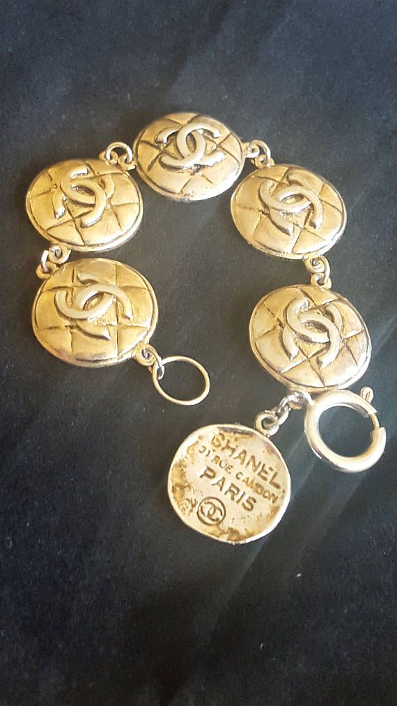 Bracelet from CHANEL CC logos bracelet. Is gold plated and