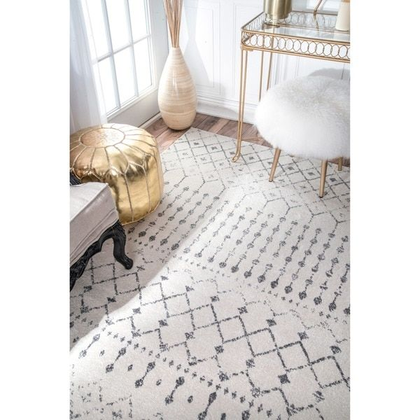 this area rug is crafted with easytoclean yarns that prevents shedding