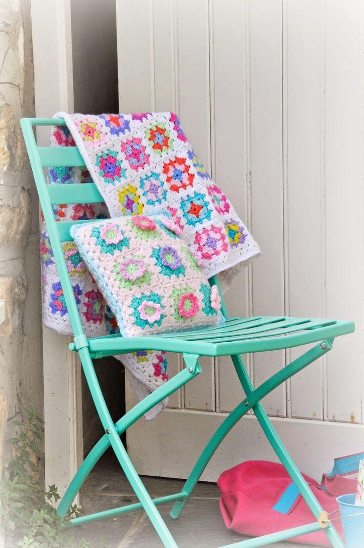 @  Helen Philipps:Flowery cushion